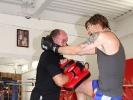 Campino trainiert mit André Allerdisse Kniestöße