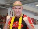 Kru André Allerdisse mit seinem neu verliehenden goldenen Mongkon - 13. Khan