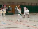 Das Formlaufen der sogenannten Kata vermittelt die Grundtechniken des Karate