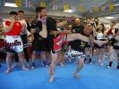 Den Gegner zu Fall bringen gehört auch zum Muay Thai bei KAMINARI