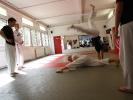 Dem Spagatangriff entkommt man im Capoeira mit einem Radschlag