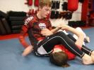In lockeren Übungskämpfen werden die Techniken für den Kampf am Boden ohne Kampfanzug (Gi) gebübt. Schlag- und Tritttechniken sind nicht erlaubt