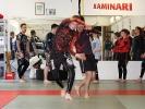 Trainer Anton Krischer mit Partner beim Aufwärmen auf einem Lehrgang mit Marvin Castelle in der Sportschule KAMINARI