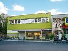 Die Aussenansicht der Sportschule KAMINARI in Duesseldorf direkt links neben EDKEA.