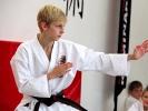 Karate in der Sportschule KAMINARI vereint Disziplin und Präzision.