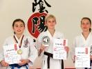 Die Karateka von KAMINARI sind auf Turnieren erfolgreich, sowohl im Kumite (Freikampf), als auch in der Kata (Form).