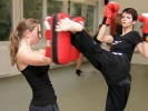 Auch Tritte zum Kopf sind im Kickboxen erlaubt.