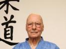 Großmeister Georg Flach betreibt seit über 50 Jahren Kampfsport. Jetzt zeigt er Senioren, wie man sich wirkungsvoll verteidigen kann.